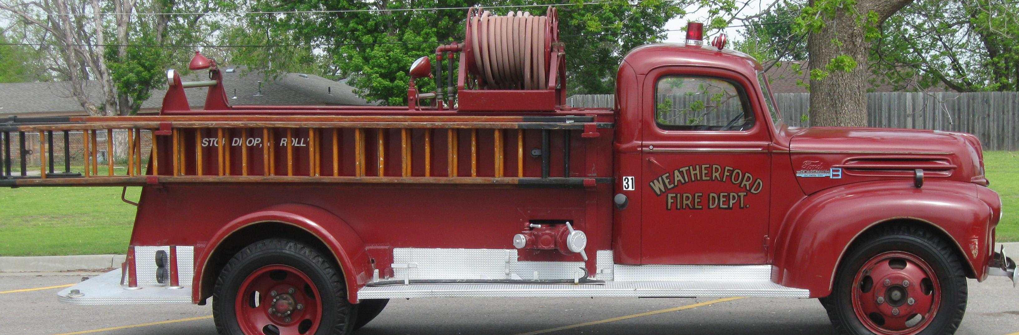 picture of old red fire truck